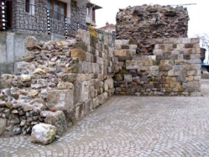 Укрепват крепостната стена в Стария Созопол 1
