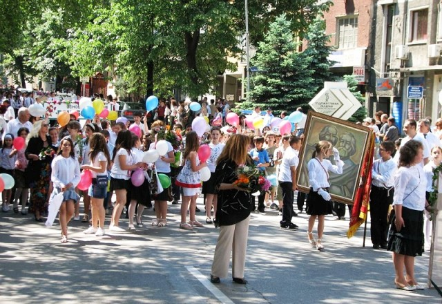 Отличници водят манифестацията за 24 май в Созопол  3