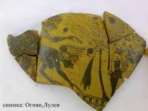 На фрагментите от ваза е представена еротична сцена - обясняват археолозите