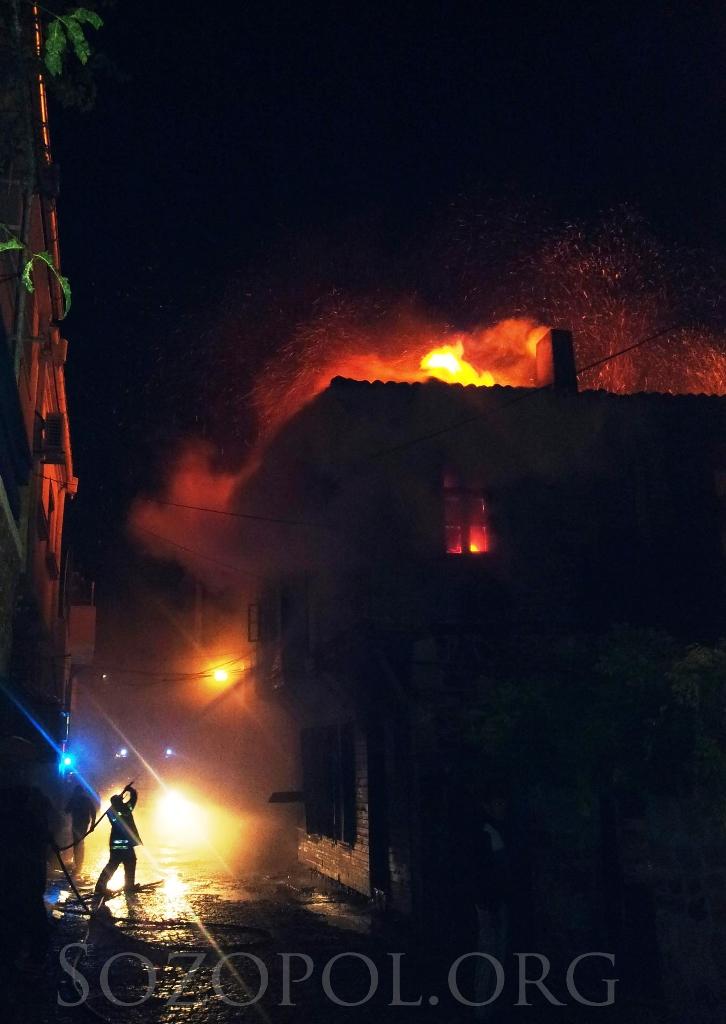 Трима души загинаха - изгоря паметник на културата в стария Созопол