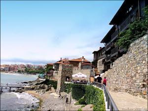 Южната крепостна стена и кула в стария Созопол
