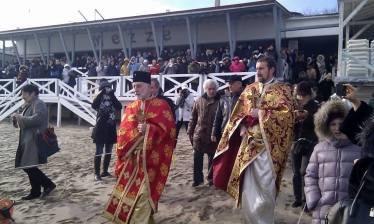 Отец Иван води шествието на Йордановден в Созопол
