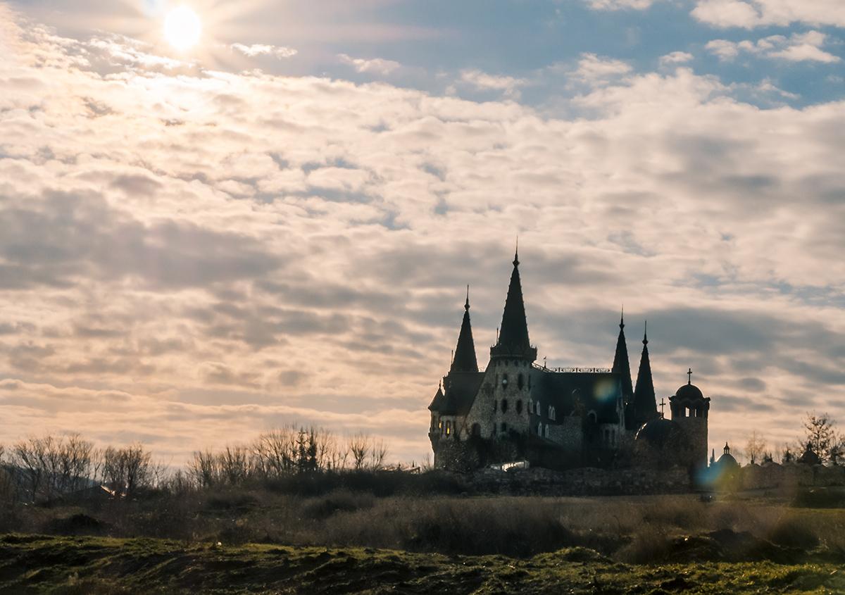 Замъкът край село Равадиново