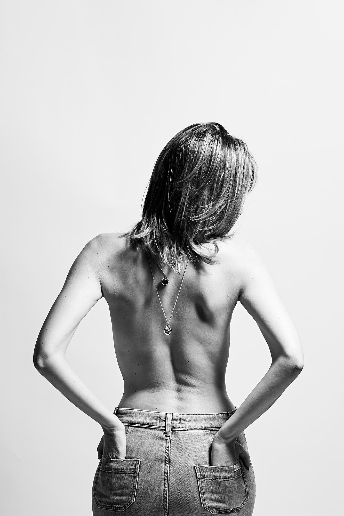 Dos nu de femme, noir et blanc