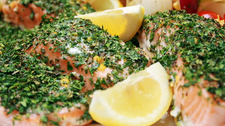 March Nutrition Month recipe 1: Salmon with vegetables from the oven