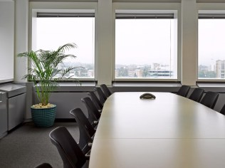 Pelican_Rouge_conference_table-1024x766