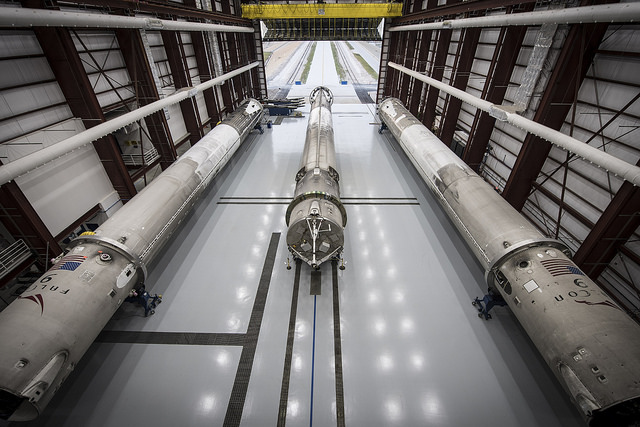 'Three's Company': SpaceX's 3 Landed Rockets Cozy Up (Photos)