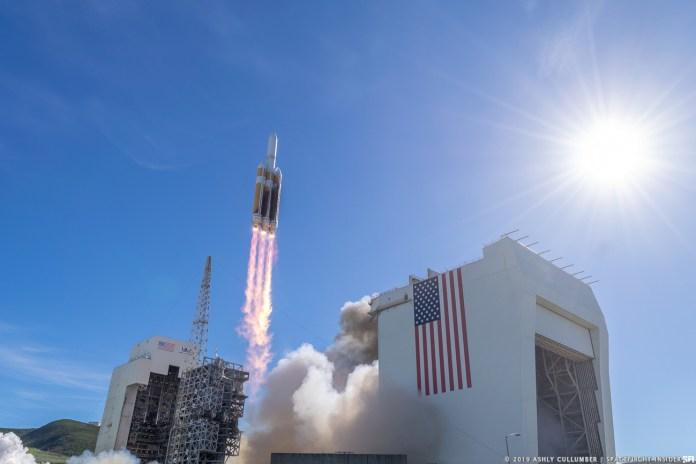 पिछले डेल्टा IV हैवी लॉन्च की एक फाइल फोटो।  26 अप्रैल, 2021 को, इस तरह के 13 वें रॉकेट ने वर्गीकृत NROL-82 पेलोड को कक्षा में लॉन्च किया।  साभार: एशली कलम्बर / स्पेसफ्लाइट इनसाइडर