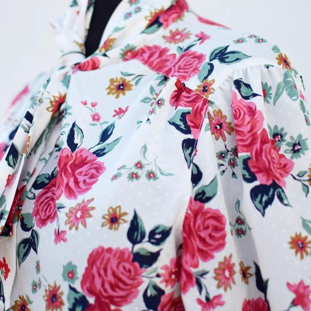 Im crushing on this vintage floral blouse from morethanyouraverages newhellip