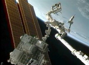 The Robotic Refueling Mission uses the ISS' Canadian Dextre robot to prove satellite-servicing activities (Credits: NASA).