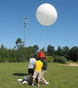 Massachussetts Institute of technology students launch a sounding balloon. These students DID follow FAA guidelines, unlike many (Credits: 1337arts).