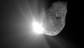 An image of comet Tempel-1 taken but Deep Impact just after it collided with the body to study its ejecta (Credits: NASA).
