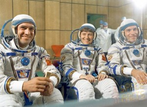 Aleksandr Serebrov (right), with Leonid Popov and Svetlana Savitskaya, ahead of their Soyuz T-7 mission in August 1982 (Credits: Joachim Becker/SpaceFacts.de).