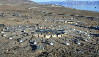 Infrasound arrays at an infrasound station at Qaanaaq, Greenland, part of the Nuclear Test Ban Treaty monitoring system (Credits: CTBT).
