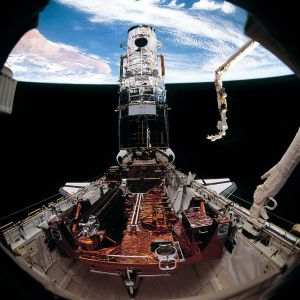 The Hubble Telescope, ready for deploy, with its new solar array. - Credits: NASA.