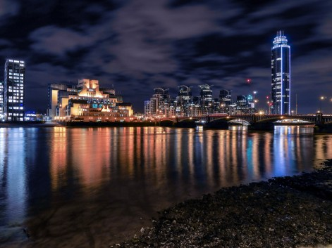 2_night-city-view-of-London,-England.-Vauxhall-and-MI5-building
