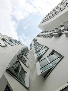 Dusseldorf architecture city guide. best architecture to see in Germany_medienhafen designed by the architect Frank Gehry (11)