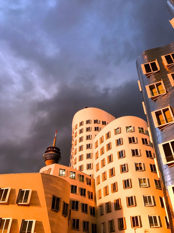 Dusseldorf architecture city guide. best architecture to see in Germany_medienhafen designed by the architect Frank Gehry (17)