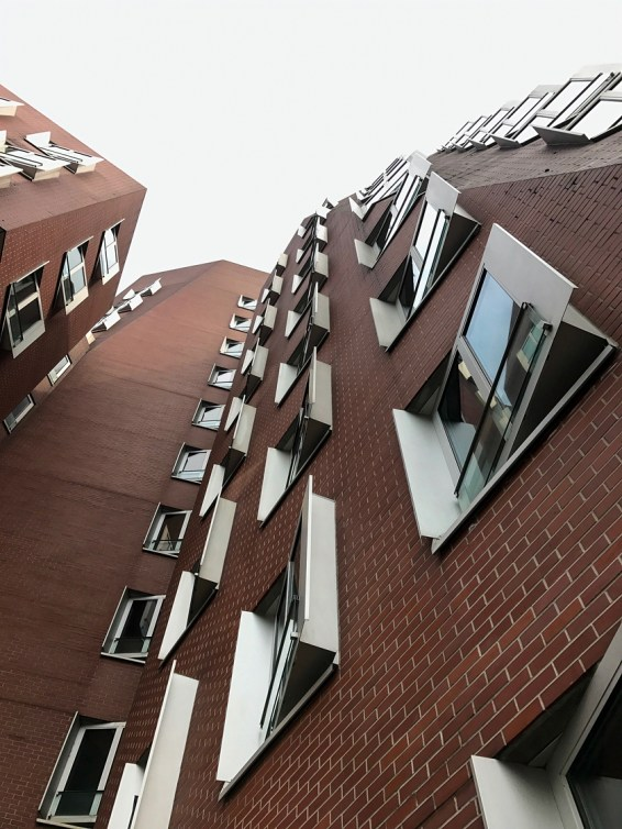 Dusseldorf architecture city guide. best architecture to see in Germany_medienhafen designed by the architect Frank Gehry (2)