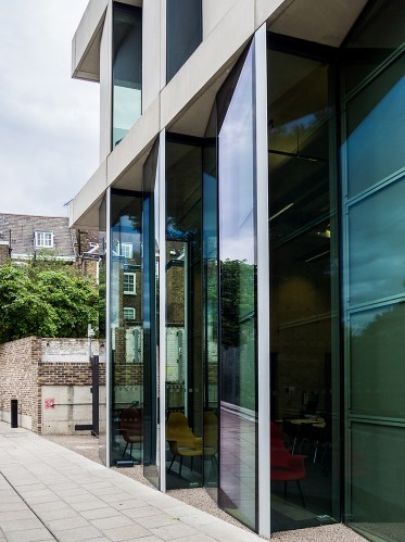 Greenwich-university-of-architecture-in-Stockwell-street-designed-by-Heneghan-Peng-Architects_London-(8)