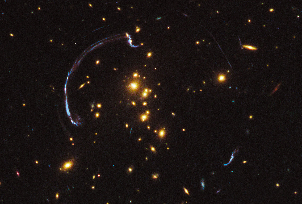 Hubble Sees Giant Lensed Galaxy Arc