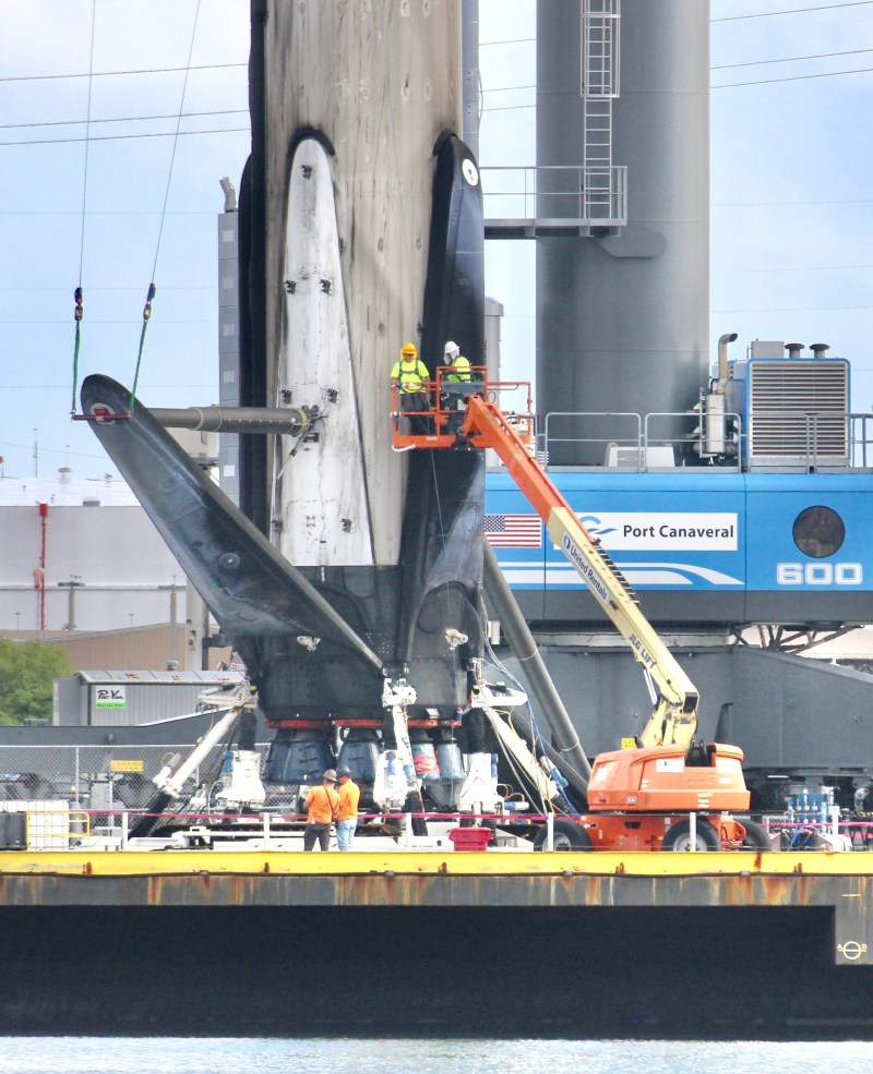 SpaceX Falcon 9 Goes Horizontal After All 4 Landing Legs Retracted: Photos