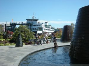 Bremerton,_WA_-_Wa_State_Ferry_from_Harborside_Fountain_Park
