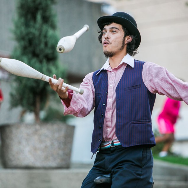 Perry Petaccia of the Magic Circus juggles at Frost Park, Tacoma. Photo by Scott Haydon, 2017.