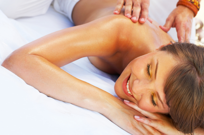 5 Tips For DIY Couples Massage This Valentines Day