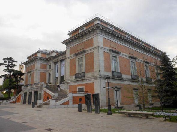 プラド美術館、ゴヤの扉前広場。