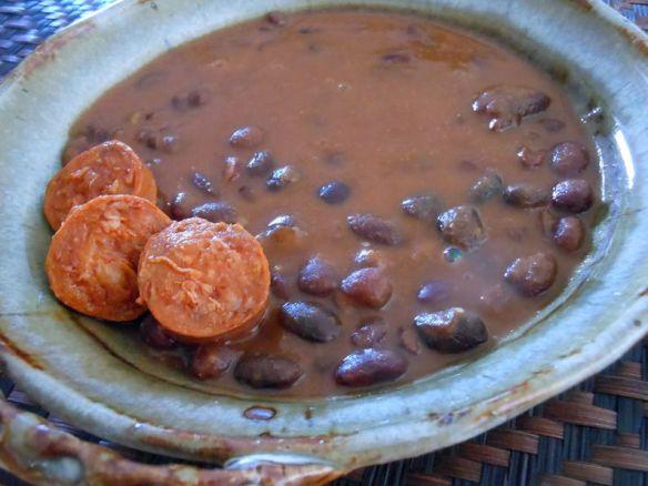 スペインの扉のお奨めの一品-トロサ産の金時豆の煮込み。煮込みのベースにはシェフ独自のソフリートが使われています。