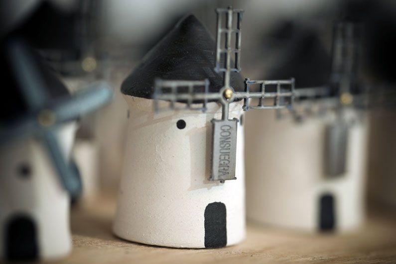 小さな風車。コンスエグラを訪れたら是非おうちに一台お持ち帰りしてあげたいくらいかわいい!