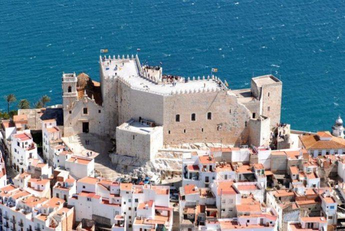 地中海に浮かぶペニスコラ城。写真:© Castillo de Peñiscola