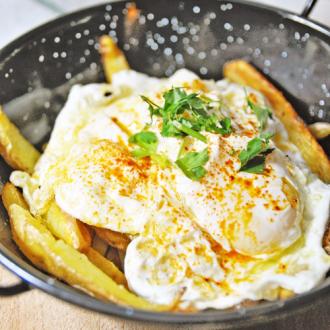 Spanish Broken Eggs – Huevos Rotos con Patatas