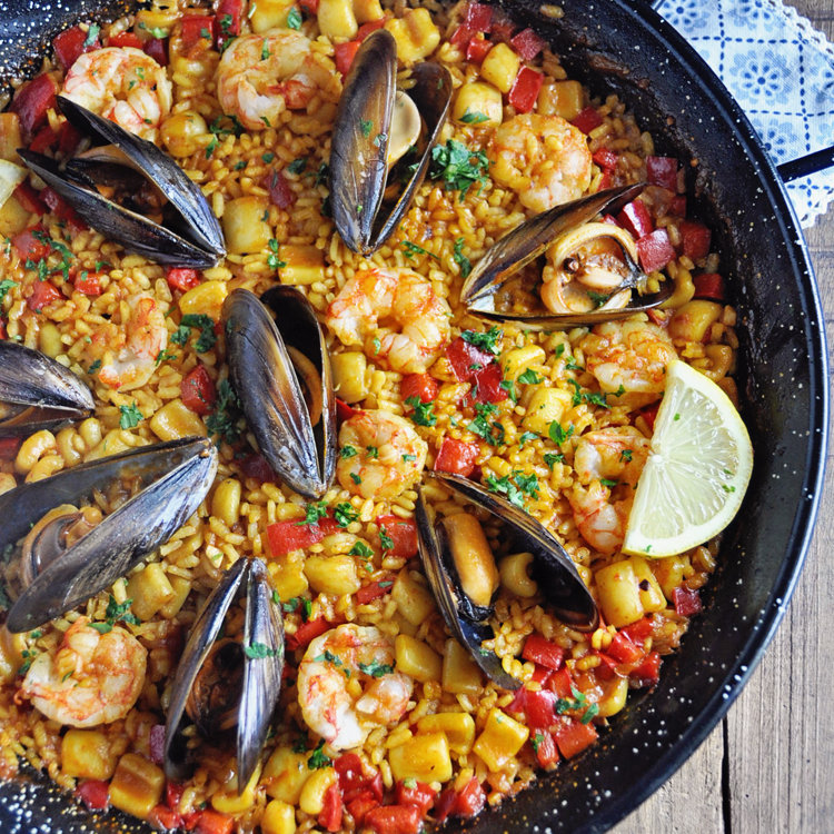Authentic spanish seafood paella recipe spain on a fork forumfinder Images
