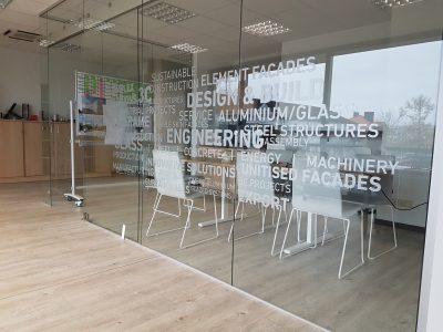 Ploteriuoti biuro pertvarų lipdukai - Spalvota Reklama