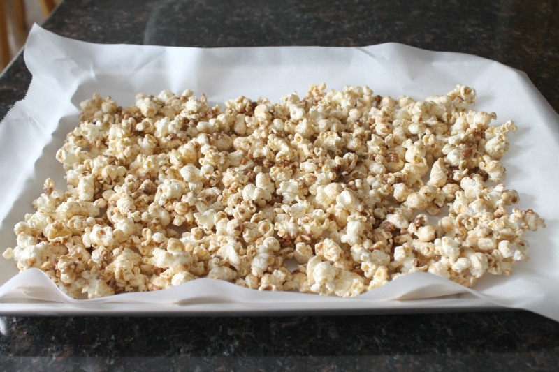 Candied pecans with popcorn 17