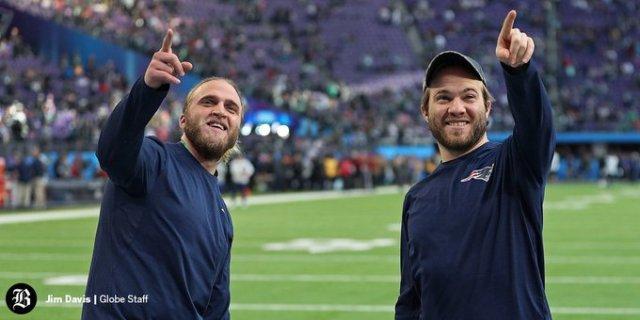 Steve (izquierda) junto a su hermano Brian (derecha). Ambos trabajan en la organización de Boston bajo el ala de su padre