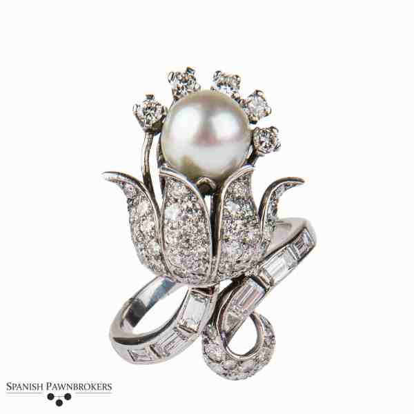 Floral designed pre-owned cultured pearl and diamond ring made of 14-carat white gold