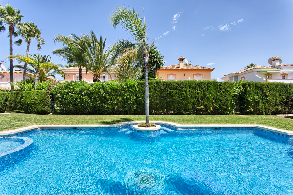 sold at 515000 euros luxury villa estepona monte biarritz for sale with 4 bedrooms 3 bathrooms big communal pool carport walking distance to town and