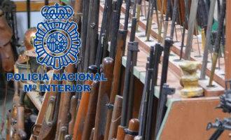 Politie Spanje Rolt Een Bende Wapenhandelaars Op En Nemen Meer Dan 8.000 Wapens In Beslag