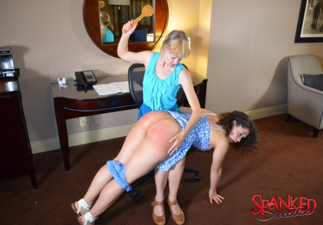 Clare Fonda paddles Mackenzie Reed with the bathbrush at Spanked Sweeties