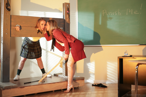 Harley Jade gets dominated by Mona Wales in Punish Me