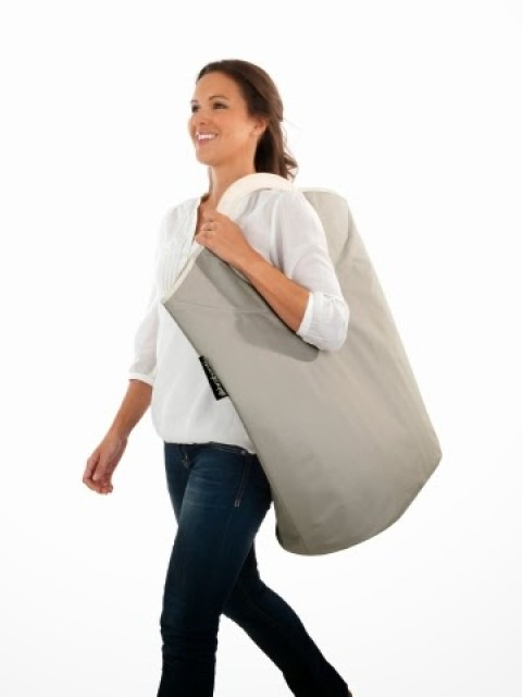 100840-Laundrybag-Warm-Grey-DETAIL-Carrying-2 Home/Design: BRABANTIA LAUNDRY BAG innovativa e versatile borsa per la biancheria
