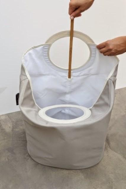 100840-Oval-Laundry-Bag-Warm-Grey-DETAIL_Bamboo-Stickb Home/Design: BRABANTIA LAUNDRY BAG innovativa e versatile borsa per la biancheria