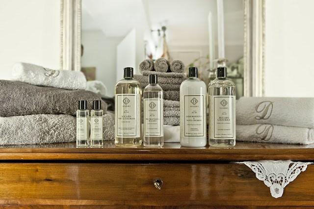 006-D28129-1 DANHERA prendi la cura della tua casa nel modo luxury
