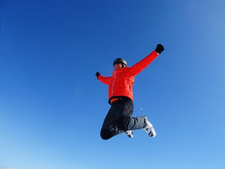 skiing-jump-sky-163270-1024x768 Come vestirsi durante la settimana bianca in montagna?