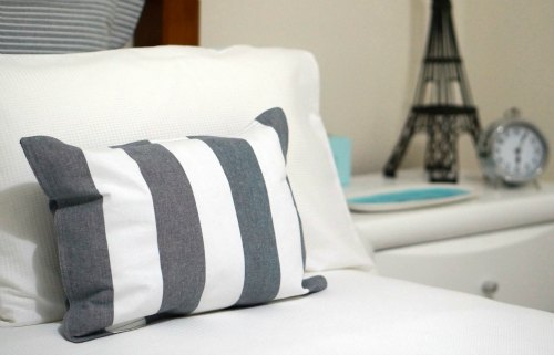 DIY cushion using a placemat