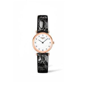 Dames horloge uit de Longines La Grande Classique collection - uitgevoerd met een Rose PVD kast, een zwart lederen band en een parelmoer wijzerplaat met diamanten index - voorzien van een quartz uurwerk en een saffier glas - De Longines collectie is verrkrijgbaar bij Sparnaaij Juweliers in Aalsmeer