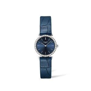 Dames horloge uit de Longines La Grande Classique collection - uitgevoerd met een stalen kast met diamant op de lunette en een blauw lederen band en een blauwe wijzerplaat - voorzien van een quartz uurwerk en saffier glas - De Longines collectie is verkrijgbaar bij Sparnaaij Juweliers in Aalsmeer